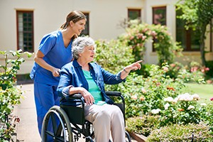 Shot of a resident and a nurse outside in the retirement home gardenhttp://195.154.178.81/DATA/i_collage/pi/shoots/806440.jpg